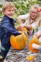 Bildno.: 11345920<br/><b>Feature: 11345897 - Pumpkin Party</b><br/>Pumpkins and Jack-o&#39;-Lanterns<br />living4media / Klazinga, Jansje