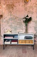 Bildnr.: 11345956<br/><b>Feature: 11345942 - 70er-Jahre Sideboard</b><br/>Upcycling-Projekt mit einem alten Sideboard, das zum Hingucker wird<br />living4media / L&#246;scher, Sabine