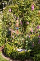 Bildno.: 11346630<br/><b>Feature: 11346627 - The Sculpture Garden</b><br/>Romantic garden in the Saurland, Germany<br />living4media / Pietrek, Sibylle