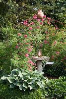 Bildno.: 11346642<br/><b>Feature: 11346627 - The Sculpture Garden</b><br/>Romantic garden in the Saurland, Germany<br />living4media / Pietrek, Sibylle