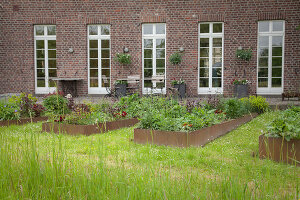 Bildno.: 11347046<br/><b>Feature: 11347016 - The Working Garden</b><br/>Landscape architect&#39;s garden in Krefeld, Germany<br />living4media / Pietrek, Sibylle