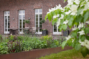 Bildno.: 11347056<br/><b>Feature: 11347016 - The Working Garden</b><br/>Landscape architect&#39;s garden in Krefeld, Germany<br />living4media / Pietrek, Sibylle