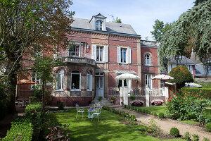 Bildno.: 11350808<br/><b>Feature: 11350807 - Romantic Setting</b><br/>A romantic villa in Rouen, France<br />living4media / Hallot, Olivier
