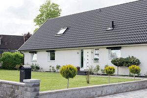 Bildnr.: 11352838<br/><b>Feature: 11352784 - Am Puls der Zeit</b><br/>Die Designerin Elise liebt den skandinavischen Grafik-Stil<br />living4media / M&#246;ller, Cecilia