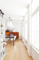 Bildno.: 11356036<br/><b>Feature: 11356002 - Electrically Charged</b><br/>Spacious family home in renovated listed building in Bloemendaal, Netherlands<br />living4media / Klazinga, Jansje