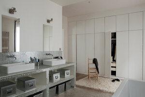 Bildnr.: 11358058<br/><b>Feature: 11358017 - Graffitis im Loft</b><br/>Franz&#246;sisches Loft mit einem Hang zur Extravaganz<br />living4media / Hallot, Olivier