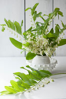 Bildno.: 11370650<br/><b>Feature: 11370640 - In the Month of May</b><br/>Decorating with lily of the valley arrangements<br />living4media / Nordstrom, Annette