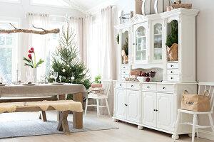 Bildnr.: 11370706<br/><b>Feature: 11370683 - Behagliches Weihnachtsfest</b><br/>Wei&#223;e Weihnachten im Kreis der Familie auf schwedische Art<br />living4media / M&#246;ller, Cecilia
