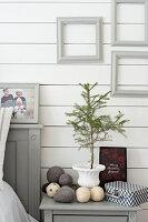 Bildnr.: 11370708<br/><b>Feature: 11370683 - Behagliches Weihnachtsfest</b><br/>Wei&#223;e Weihnachten im Kreis der Familie auf schwedische Art<br />living4media / M&#246;ller, Cecilia