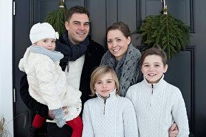 Bildnr.: 11370730<br/><b>Feature: 11370683 - Behagliches Weihnachtsfest</b><br/>Wei&#223;e Weihnachten im Kreis der Familie auf schwedische Art<br />living4media / M&#246;ller, Cecilia