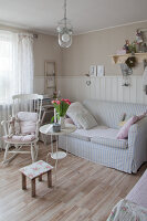 Zdjęcie numer: 11372748<br/><b>Feature: 11372747 - Shabby Chic with Charm</b><br/>Pastels colours and creaking floor boards prevail in this German home<br />living4media / Allig, Birgid