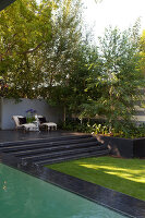 Bildno.: 11382438<br/><b>Feature: 11382433 - Dramatic Outdoor Spaces</b><br/>Contemporary split-level garden in Parkmore, Johannesburg<br />living4media / Great Stock!