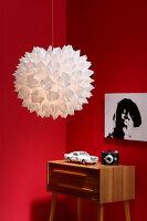 Bildnr.: 11382734<br/><b>Feature: 11382733 - Knick-Licht</b><br/>Mit einfacher Falttechnik gelingt diese selbstgemachte Designerlampe<br />living4media / R&#252;ggeberg, Thordis