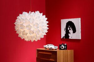 Bildnr.: 11382736<br/><b>Feature: 11382733 - Knick-Licht</b><br/>Mit einfacher Falttechnik gelingt diese selbstgemachte Designerlampe<br />living4media / R&#252;ggeberg, Thordis