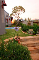 Bildno.: 11383134<br/><b>Feature: 11383132 - Indigenous Garden</b><br/>Low-maintenance country garden in Hartbeespoort<br />living4media / Great Stock!