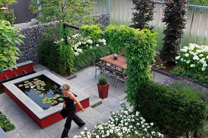 Bildno.: 11383226<br/><b>Feature: 11383210 - Trick of the Eye</b><br/>How to make a small garden appear much larger<br />living4media / Great Stock!