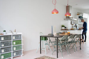 Bildno.: 11389594<br/><b>Feature: 11389566 - Savvy Living</b><br/>Bright and quirky family home in the Netherlands<br />living4media / Marder, Holly