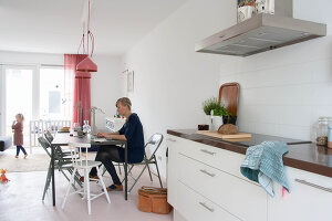 Bildno.: 11389634<br/><b>Feature: 11389566 - Savvy Living</b><br/>Bright and quirky family home in the Netherlands<br />living4media / Marder, Holly