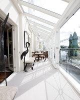 Bildnr.: 11394126<br/><b>Feature: 11394101 - An der Themse</b><br/>Wohnung im Georgianischen Stil mit Blick auf die Tower-Bridge, London<br />living4media / Cox, Stuart