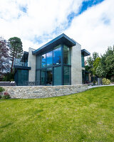 Bildno.: 11395384<br/><b>Feature: 11395373 - Open for Light</b><br/>Clean and contemporary English home in Lymington, Hampshire<br />living4media / Cox, Stuart