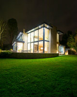 Bildno.: 11438712<br/><b>Feature: 11395373 - Open for Light</b><br/>Clean and contemporary English home in Lymington, Hampshire<br />living4media / Cox, Stuart