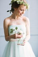 Bildno.: 11399520<br/><b>Feature: 11399471 - Floral Temptations</b><br/>Wedding accessories to complement the big day<br />living4media / Dogadaeva, Elizaveta