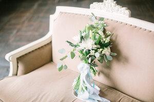 Bildno.: 11399554<br/><b>Feature: 11399471 - Floral Temptations</b><br/>Wedding accessories to complement the big day<br />living4media / Dogadaeva, Elizaveta