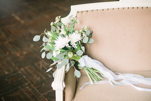 Bildno.: 11399556<br/><b>Feature: 11399471 - Floral Temptations</b><br/>Wedding accessories to complement the big day<br />living4media / Dogadaeva, Elizaveta