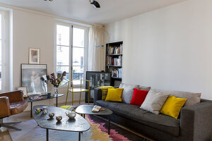 Bildno.: 11403144<br/><b>Feature: 11403127 - Parisian Charm</b><br/>Renovated apartment in Paris is full innovative ideas<br />living4media / Hallot, Olivier
