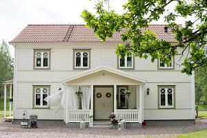 Bildno.: 11403956<br/><b>Feature: 11403887 - Home Coming</b><br/>Family home in K&#228;ngsebo, Sweden<br />living4media / M&#246;ller, Cecilia