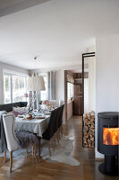 Bildno.: 11404428<br/><b>Feature: 11404388 - Northern Glamour</b><br/>Harmonious home on the Oslo Fjord in Norway<br />living4media / Nordstrom, Annette