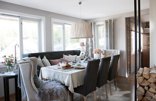 Bildno.: 11404430<br/><b>Feature: 11404388 - Northern Glamour</b><br/>Harmonious home on the Oslo Fjord in Norway<br />living4media / Nordstrom, Annette