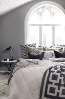 Bildno.: 11404440<br/><b>Feature: 11404431 - One Room, One Dream</b><br/>Grey is the dominent colour of this bedroom d&#233;cor<br />living4media / Annette &amp; Christian