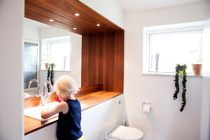 Bildnr.: 11407596<br/><b>Feature: 11407569 - D&#228;nisches-Design</b><br/>Dem Haus sieht man an, dass hier eine skandinavische Familie wohnt, Aarhus<br />living4media / Brandt, Jenny