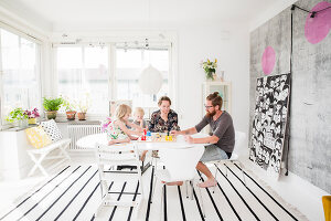 Bildno.: 11409264<br/><b>Feature: 11409243 - The Playful Home</b><br/>A young family creates one big playpen in Sweden<br />living4media / Brandt, Jenny