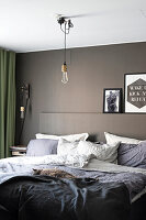 Bildno.: 11409732<br/><b>Feature: 11409690 - Online Renovation</b><br/>Finding inspiration for ideas online for a house in Link&#246;ping, Sweden<br />living4media / M&#246;ller, Cecilia
