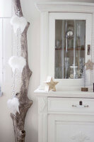 Bildno.: 11410218<br/><b>Feature: 11410216 - Drifting Toward Christmas</b><br/>DIY driftwood tree offers an exciting alternative to the traditional fir tree<br />living4media / Algermissen, Astrid
