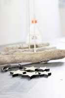 Bildno.: 11410234<br/><b>Feature: 11410216 - Drifting Toward Christmas</b><br/>DIY driftwood tree offers an exciting alternative to the traditional fir tree<br />living4media / Algermissen, Astrid