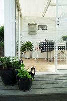 Bildno.: 11415752<br/><b>Feature: 11415717 - Swedish by Design</b><br/>Swedish home full of life and light<br />living4media / Miguel Varanda