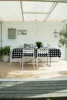 Bildno.: 11415754<br/><b>Feature: 11415717 - Swedish by Design</b><br/>Swedish home full of life and light<br />living4media / Miguel Varanda