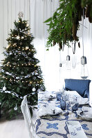 Bildno.: 11415926<br/><b>Feature: 11415922 - An Indigo Christmas</b><br/>Many ideas for making it a blue holiday season this year<br />living4media / Nordstrom, Annette