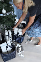 Bildno.: 11415936<br/><b>Feature: 11415922 - An Indigo Christmas</b><br/>Many ideas for making it a blue holiday season this year<br />living4media / Nordstrom, Annette