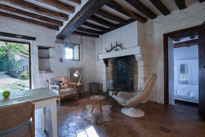 Bildno.: 11419804<br/><b>Feature: 11419669 - Picturesque Abode</b><br/>A stone cottage turned hotel in a medieval village close to Paris<br />living4media / Madamour, Christophe