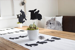 Bildno.: 11420170<br/><b>Feature: 11420156 - Rabbit Runner</b><br/>DIY project shows how to make a runner perfect for the Easter holidays<br />living4media / Algermissen, Astrid