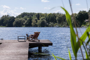 Bildno.: 11420446<br/><b>Feature: 11420443 - Hideaway by the Lake</b><br/>In the greater Berlin region, this home offers tranquility and inspiration<br />living4media / Parinejad, Patricia