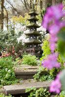 Bildno.: 11428718<br/><b>Feature: 11428706 - Tulip Time</b><br/>Spring garden in The Netherlands<br />living4media / Pietrek, Sibylle