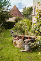 Bildno.: 11428758<br/><b>Feature: 11428752 - Manor House and Garden</b><br/>Romantic garden in Moulins-sur-Orne, France<br />living4media / Pietrek, Sibylle