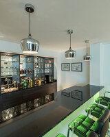 Bildnr.: 11429404<br/><b>Feature: 11429291 - Darf&#39;s noch etwas mehr sein?</b><br/>Luxushaus mit Pool, Bar und Meerblick in Bournemouth, UK<br />living4media / Cox, Stuart