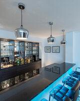 Bildnr.: 11429406<br/><b>Feature: 11429291 - Darf&#39;s noch etwas mehr sein?</b><br/>Luxushaus mit Pool, Bar und Meerblick in Bournemouth, UK<br />living4media / Cox, Stuart