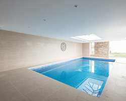 Bildnr.: 11429420<br/><b>Feature: 11429291 - Darf&#39;s noch etwas mehr sein?</b><br/>Luxushaus mit Pool, Bar und Meerblick in Bournemouth, UK<br />living4media / Cox, Stuart